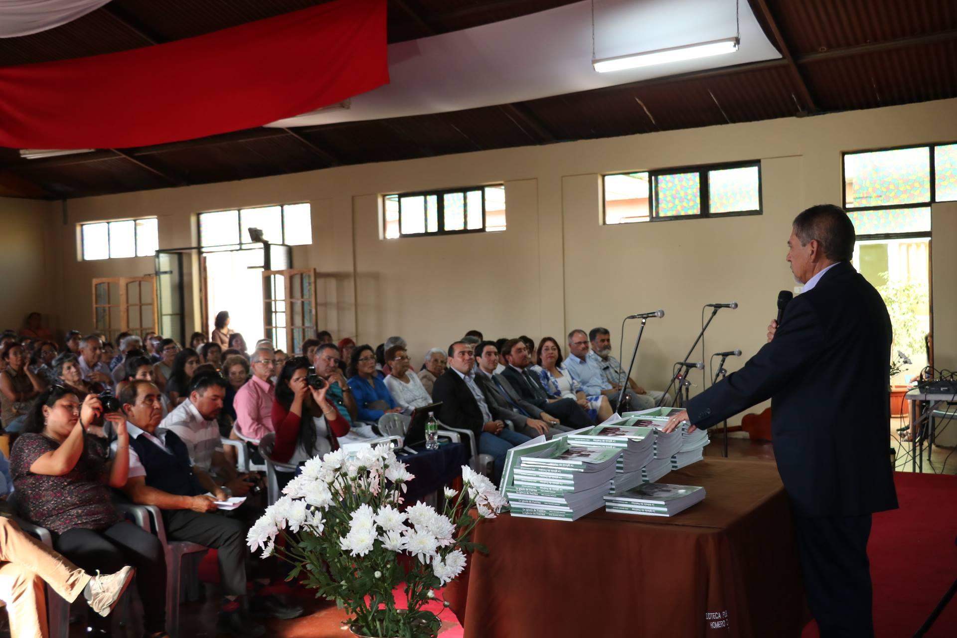 Freirina tiene un nuevo libro y habla de su Iglesia
