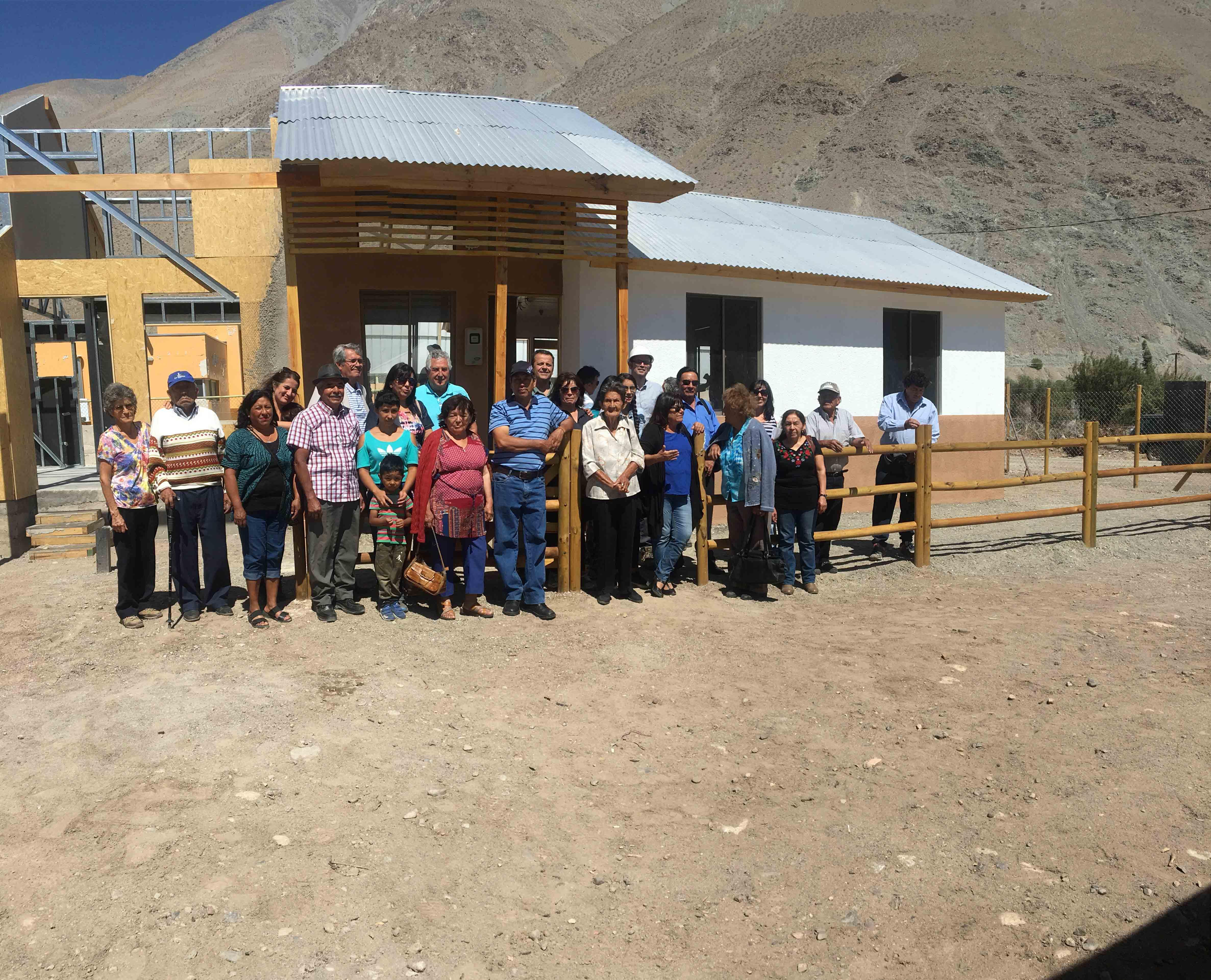 Familias y autoridades inspeccionan viviendas de reconstrucción en El Tránsito