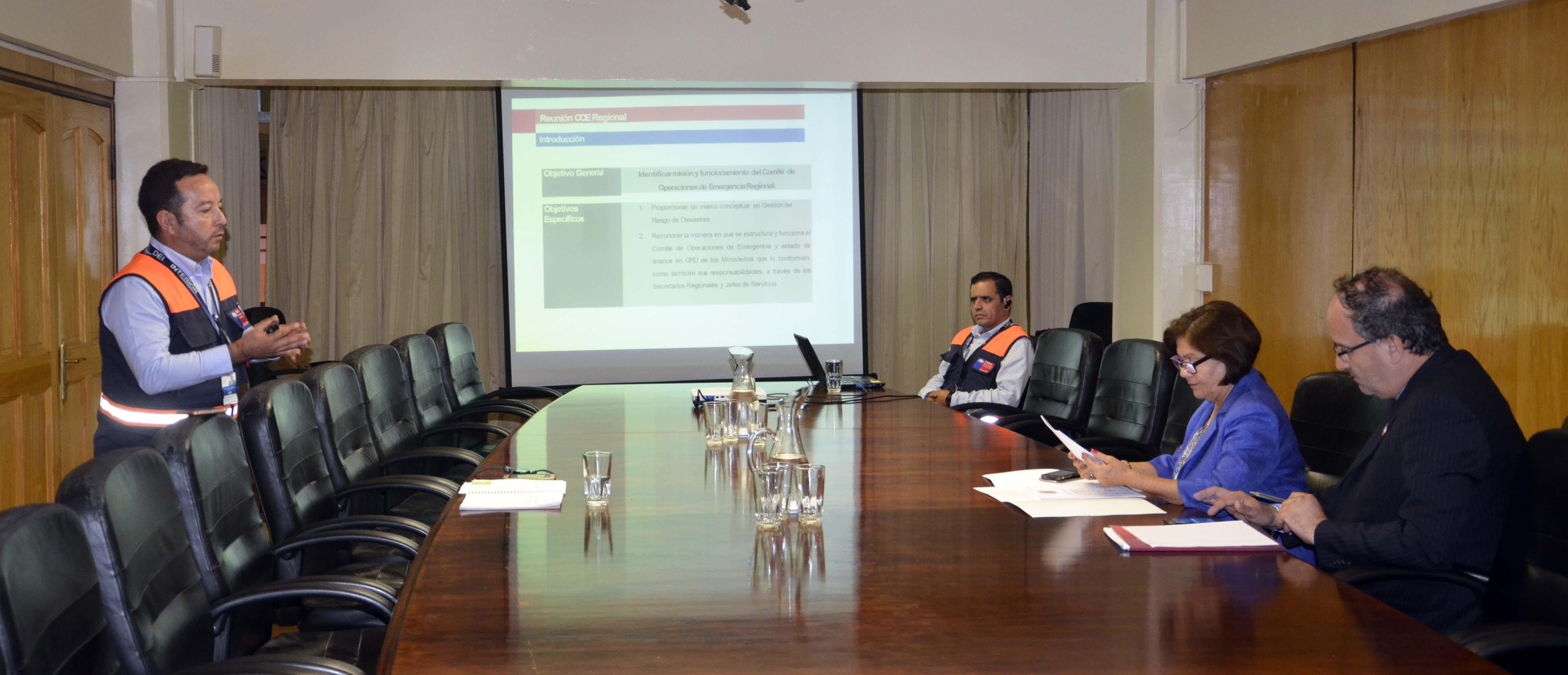 Intendenta Berta Torres conoce trabajo del Comité Operativo de Emergencia (COE)