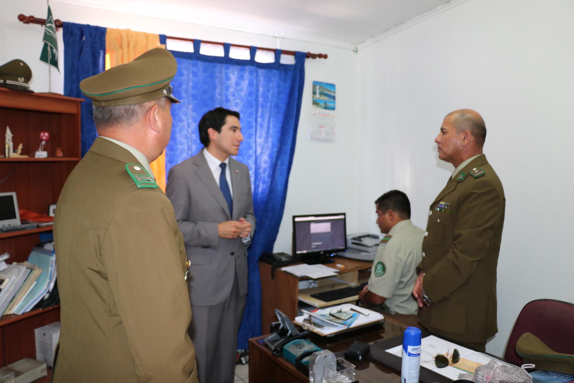 Gobernador del Huasco revisa con Carabineros de Alto del Carmen nuevo sistema de seguridad