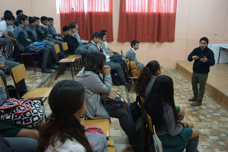 Diputado Santana realiza clases de educación cívica en colegios de Atacama
