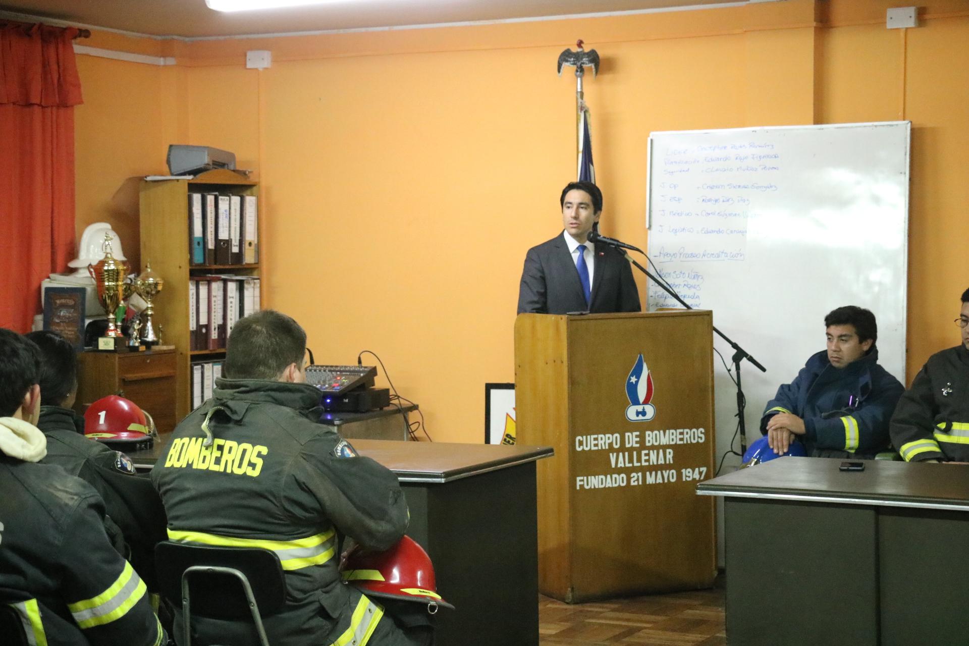 Gobernador del Huasco visitó las dependencias del cuartel de bomberos de Vallenar