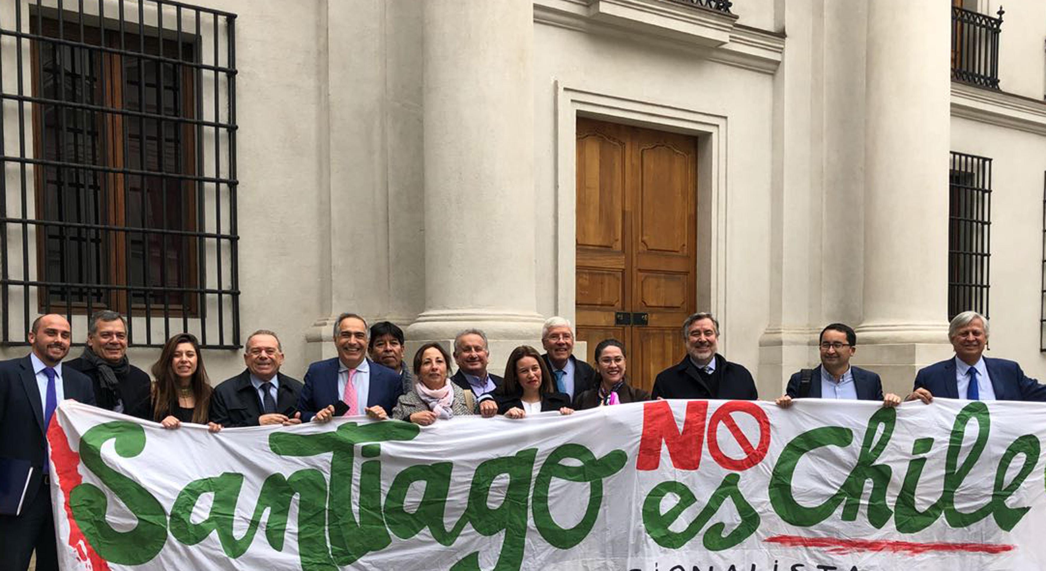 Diputada Cicardini llegó a La Moneda para exigir mayor descentralización en el país