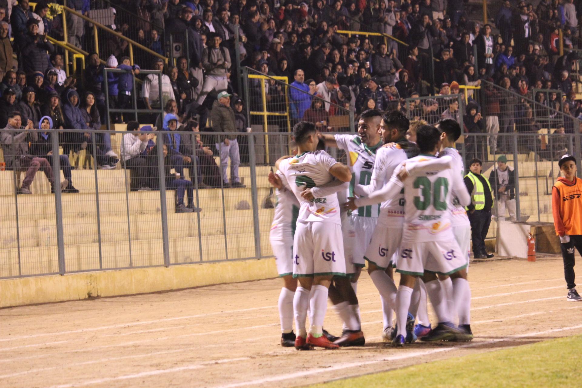 Deportes Vallenar vuelve a los abrazos en el municipal: derrotó 3 a 1 a Fernández Vial