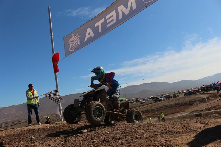 El automovilismo y el motocross se unen en evento benéfico