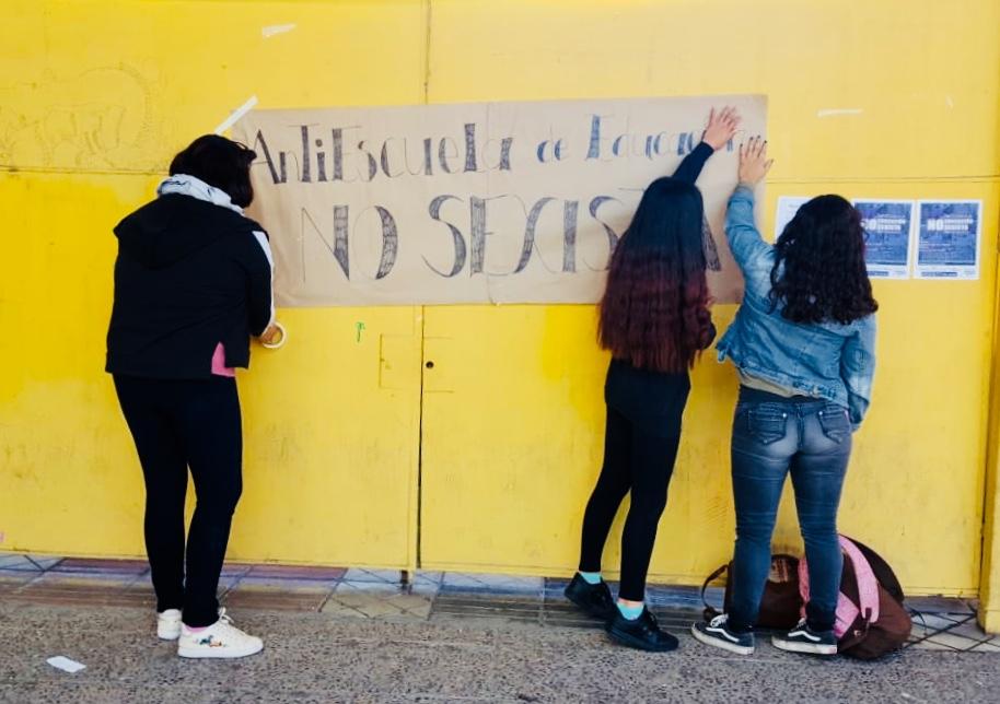"""Agrupación """"Resueltas del valle"""" realiza jornada de conversación junto a estudiantes secundarios"""