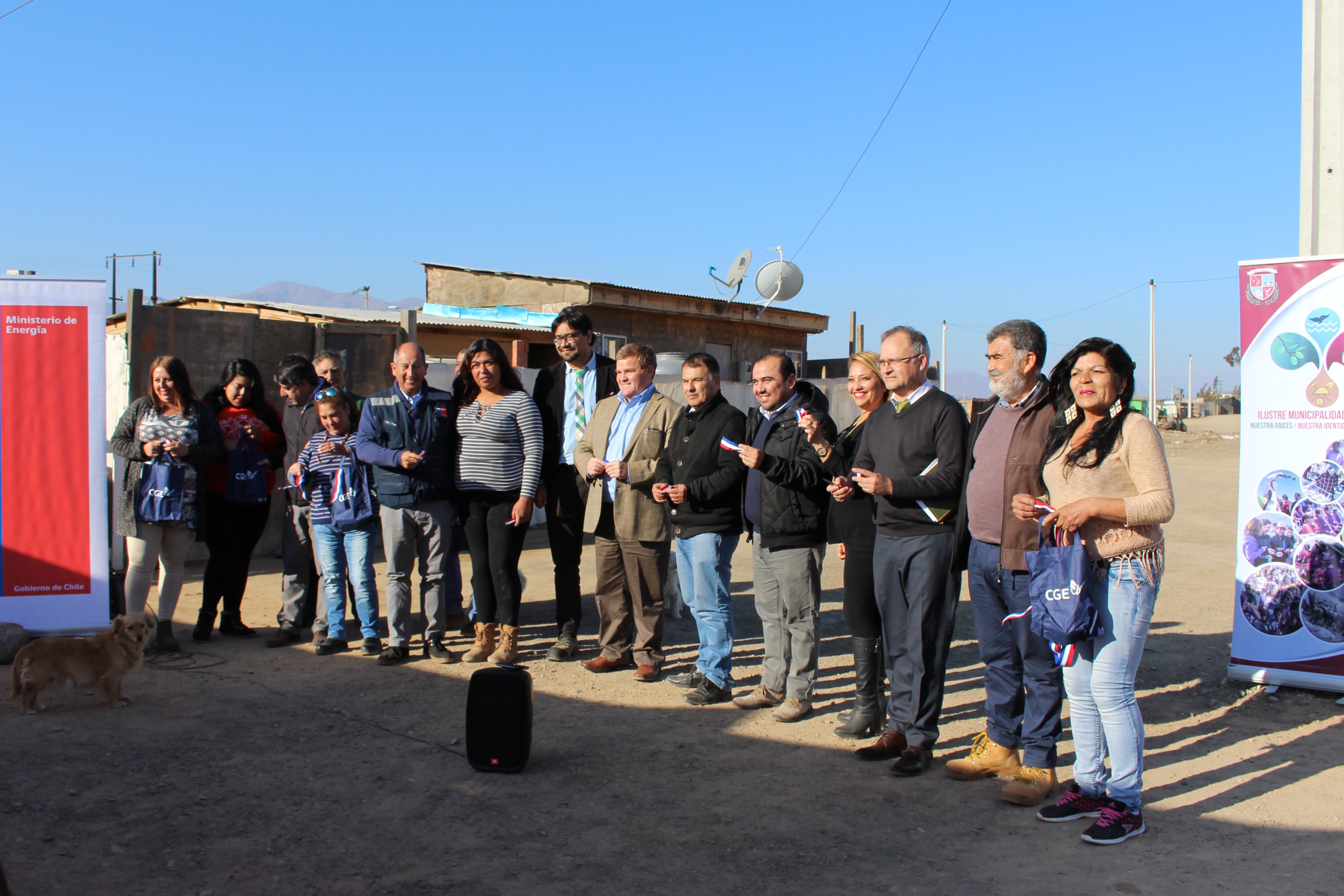 Alianza entre municipio y CGE permite a vecinos de Freirina contar con electrificación