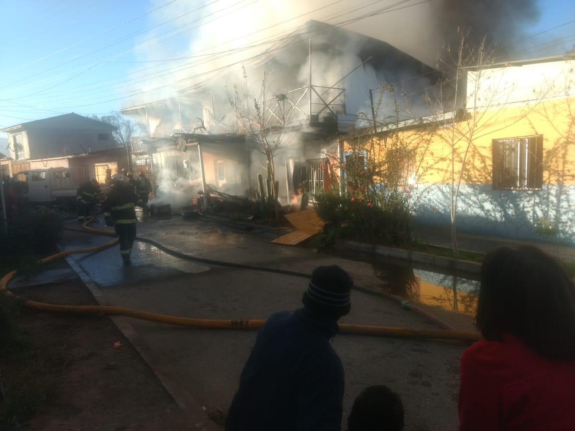 Tres casas afectadas y una vivienda consumida en incendio ocurrido en Vallenar (Fotos)