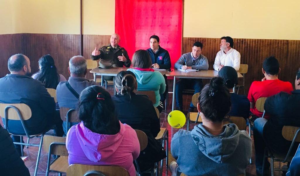 General Tobar abordó temas de seguridad en localidad rural de Domeyko