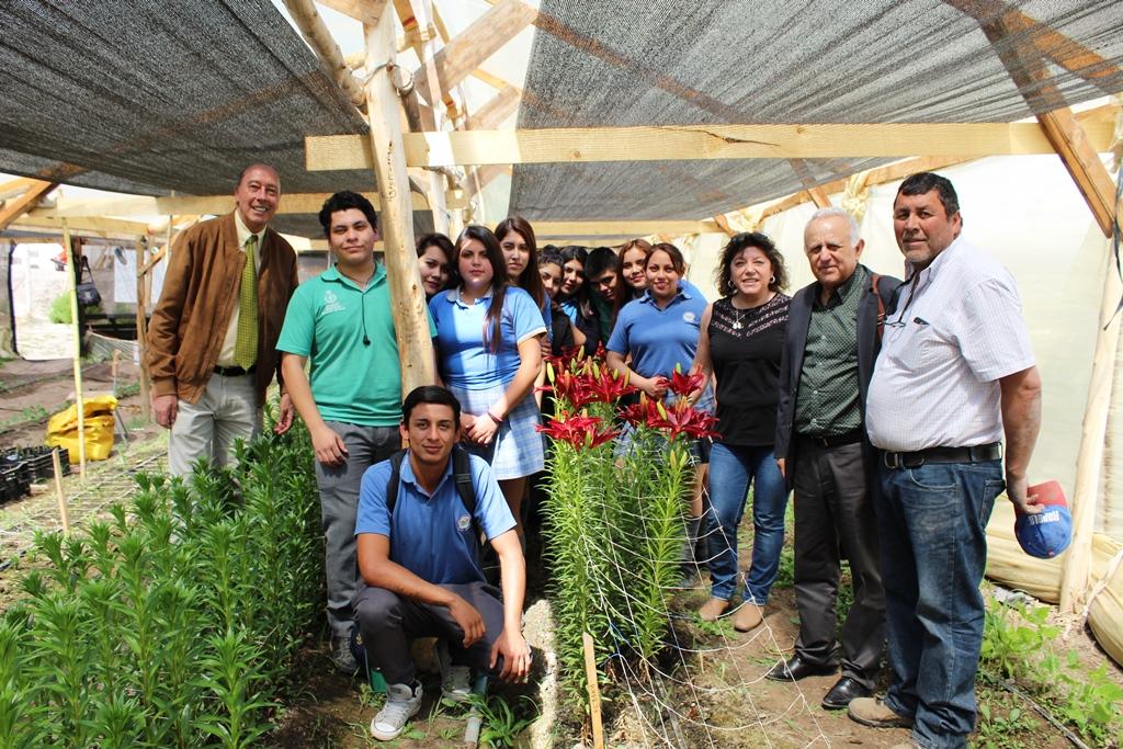 Estudiantes de especialidad agropecuaria del Liceo Alto del Carmen se destacan con innovador proyecto de flores