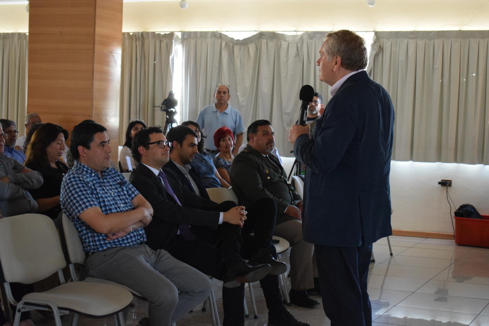 Doctor Mario Hamuy realizó conversatorio sobre Eclipse Solar Total 2019 en Vallenar