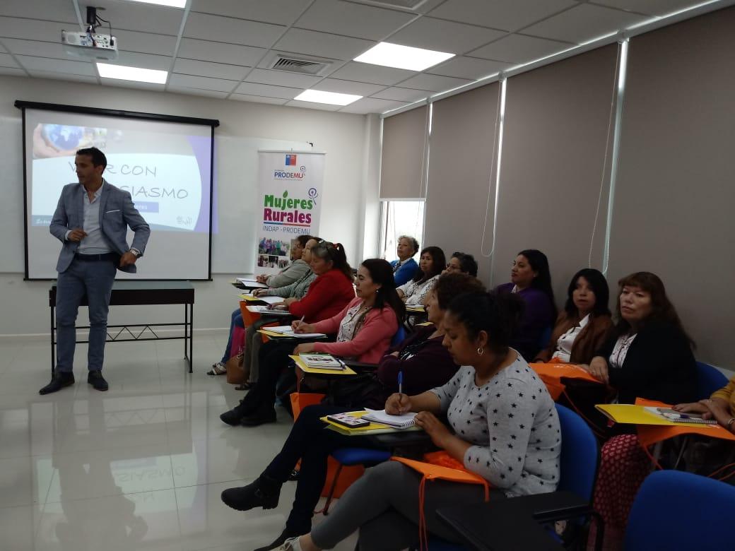 Alianza estratégica HPH - PRODEMU permitió charla a mujeres lideresas de Copiapó