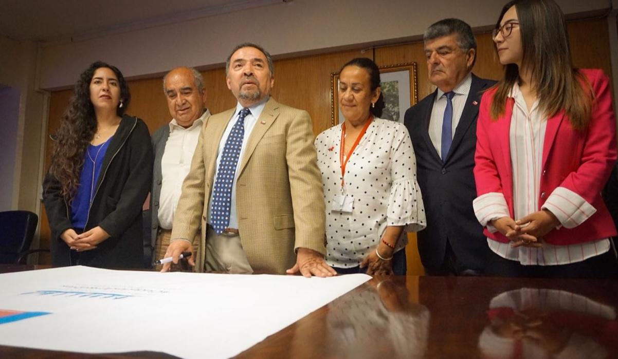 """Gobierno y comunidad asumen el compromiso de trabajar por """"Ciudades Amigables"""" para los adultos mayores"""