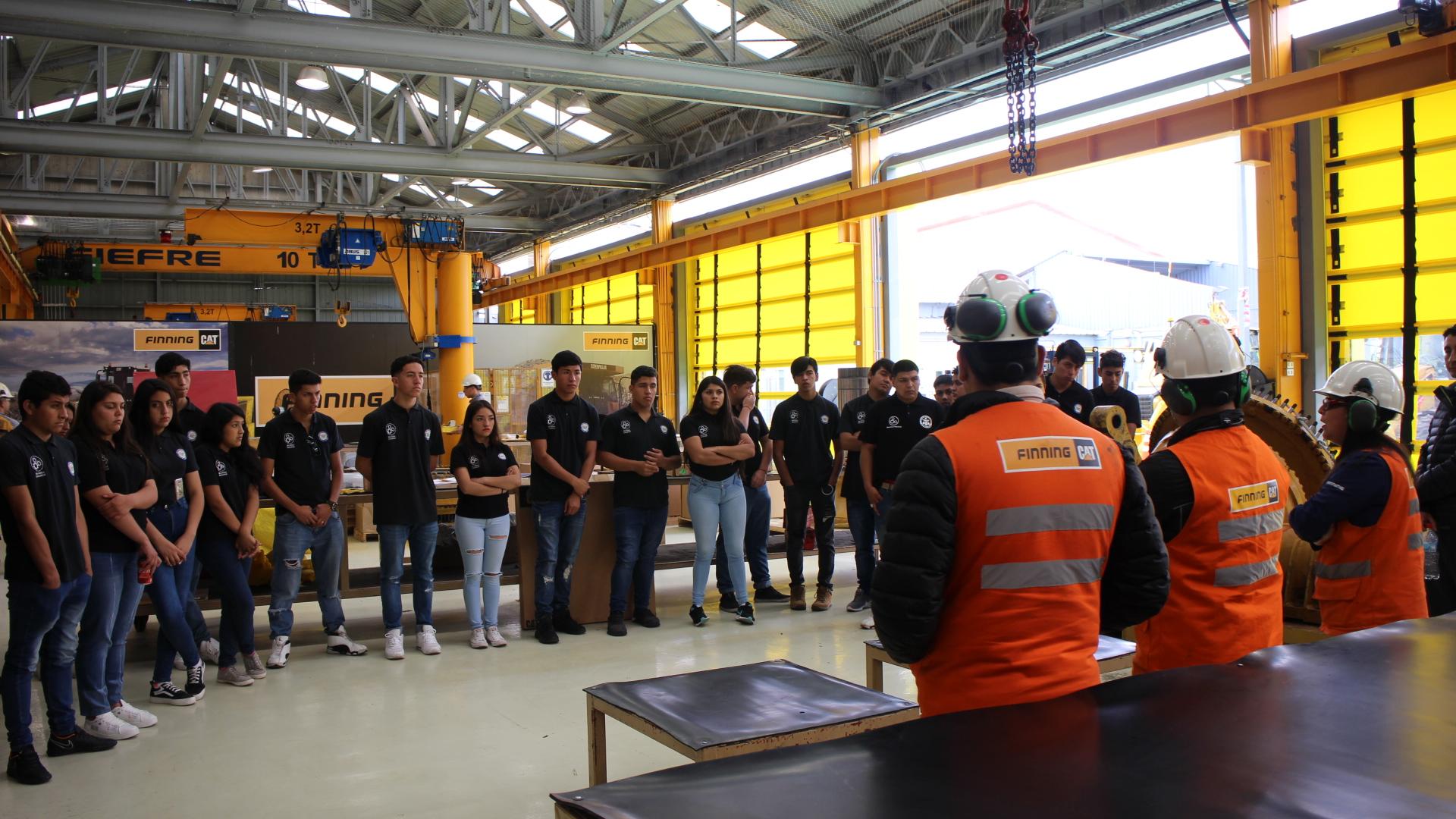 Estudiantes de liceo de Alto del Carmen conocen instalaciones mineras en Antofagasta