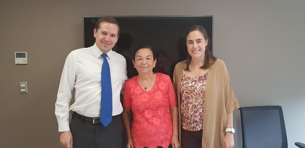 Alcaldesa de Alto del Carmen se reúne con director de SENAMA