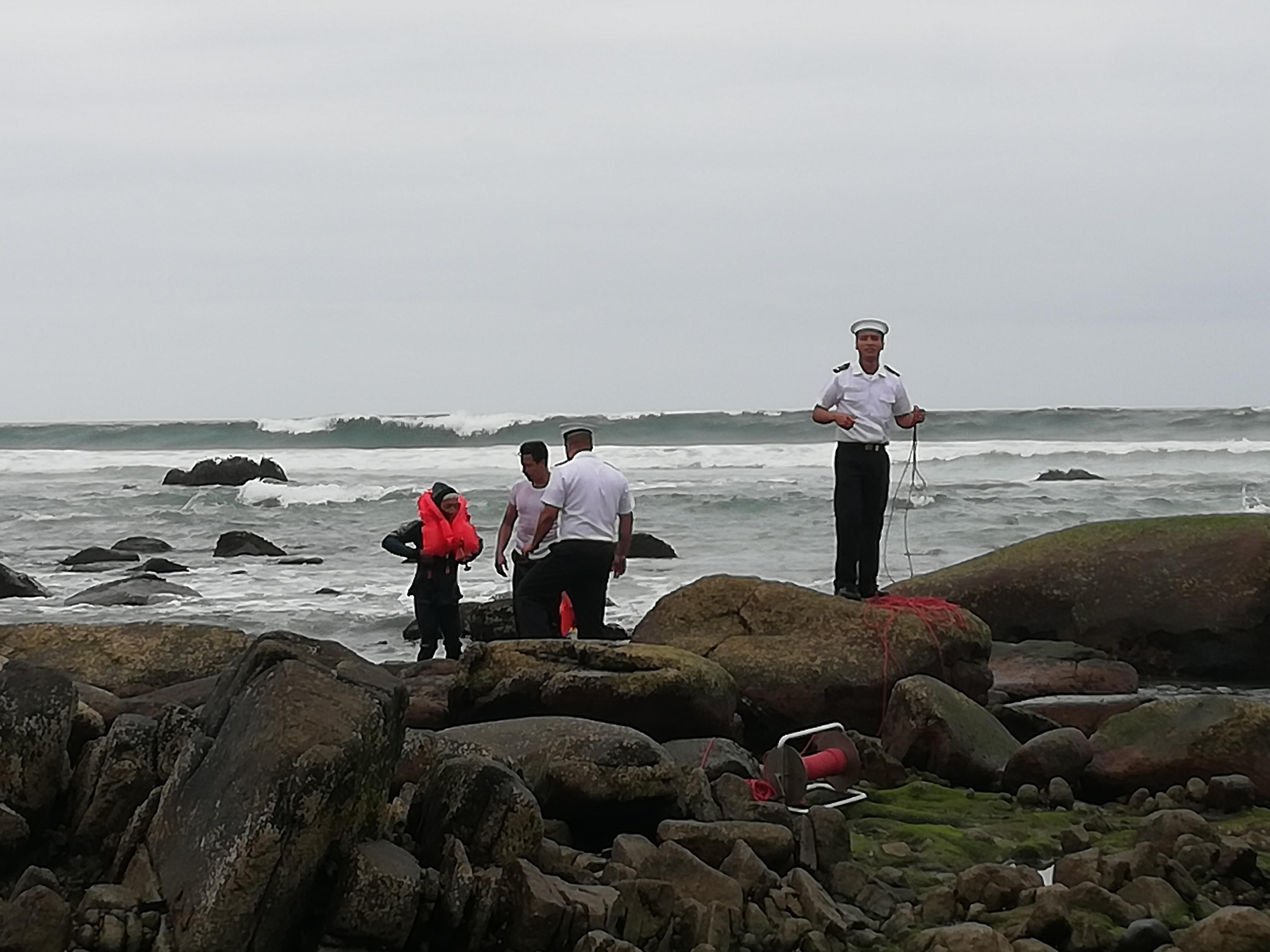 Capitanía de puerto rescata de bañista temerario en playa Blanca