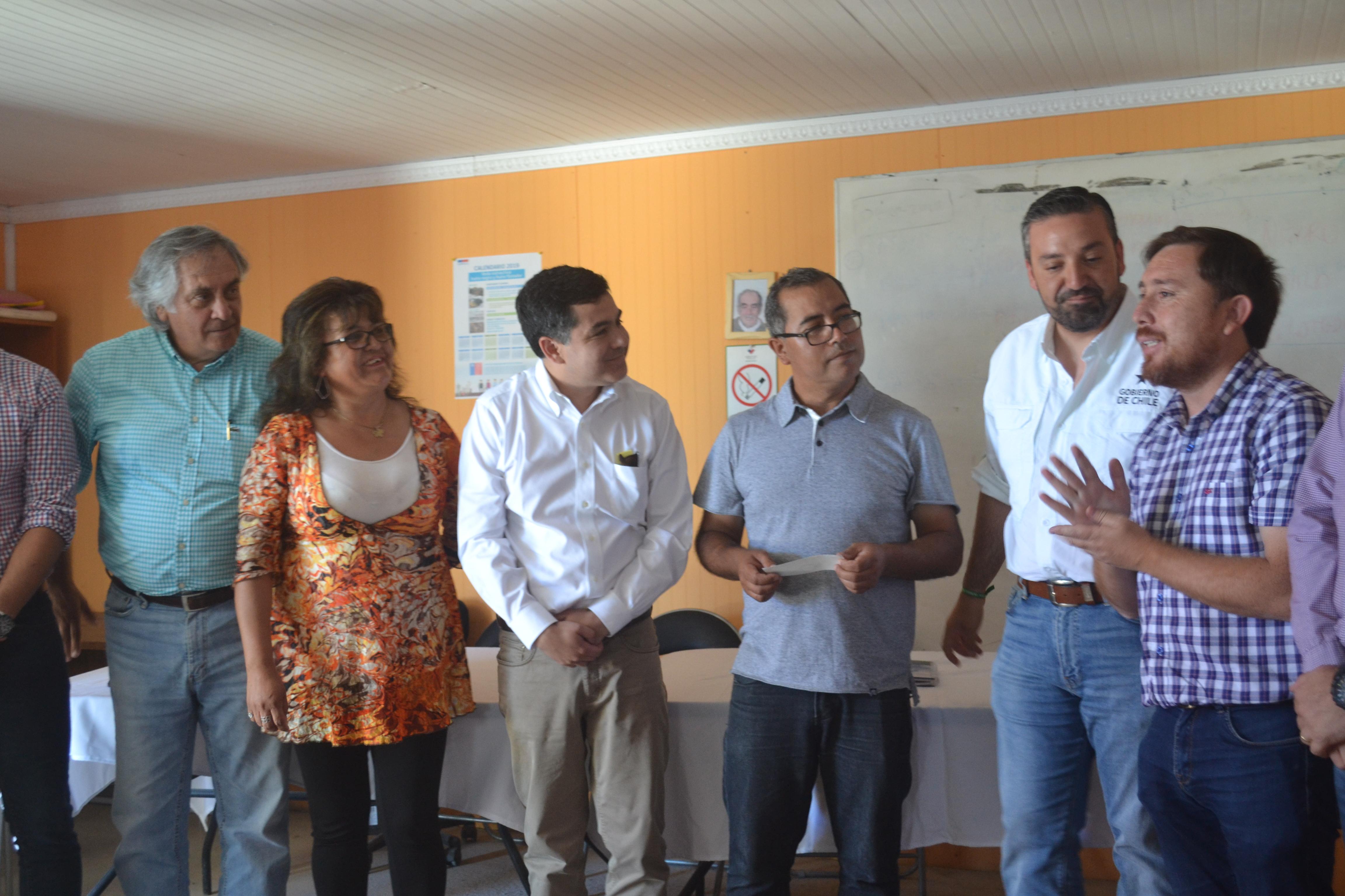 Vecinos de Caleta Los Burros reciben 80 millones para planta desaladora de agua