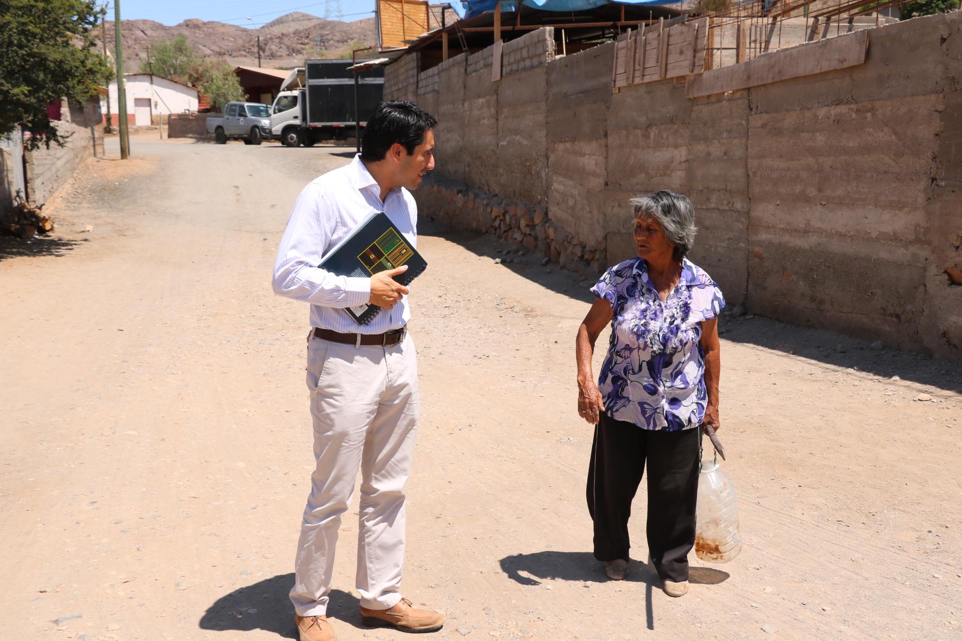 Gobernador del Huasco visita localidad de Incahuasi