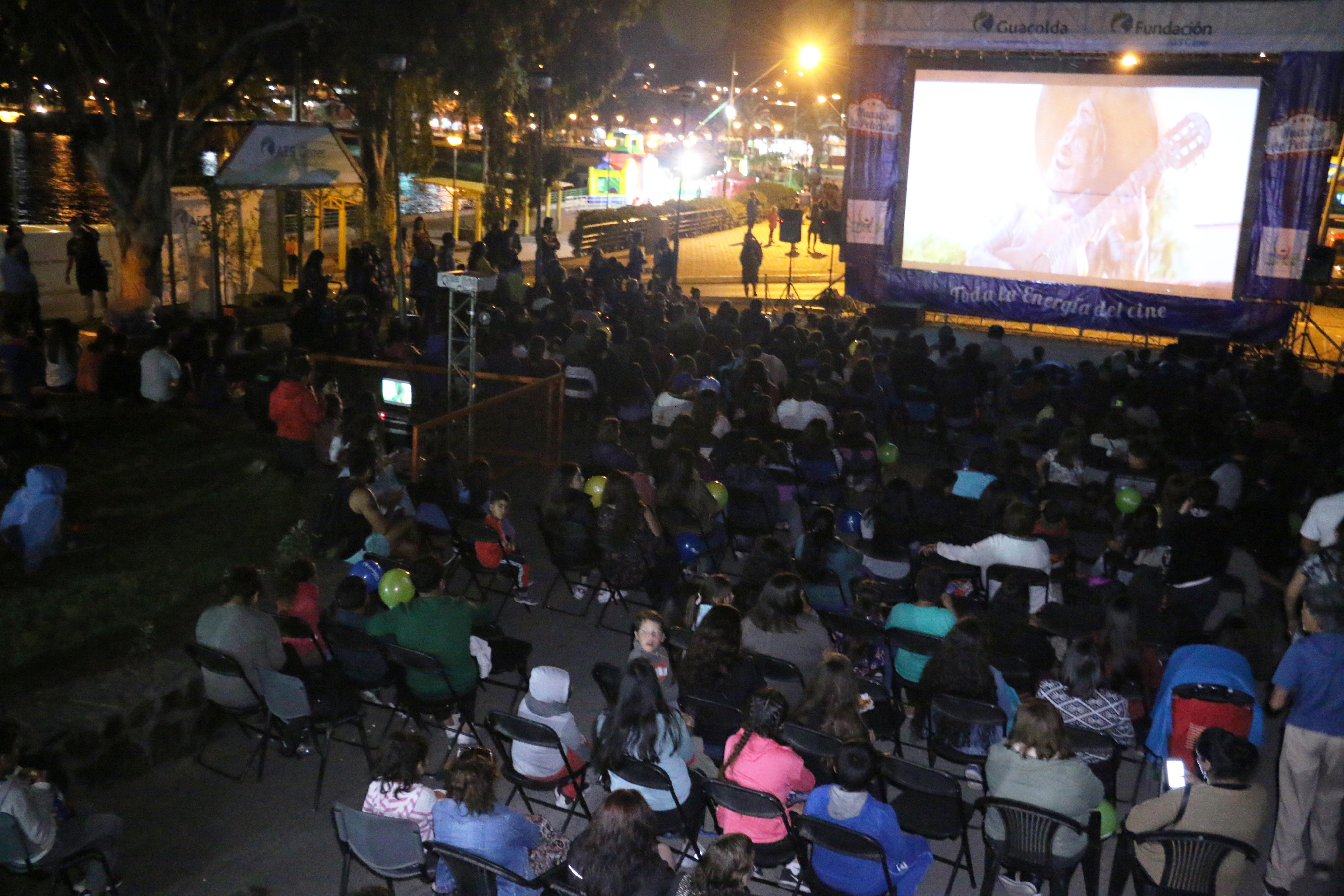 """Exitoso """"Huasco de Película"""": Más de 1300 personas disfrutaron de cine gratuito y al aire libre"""