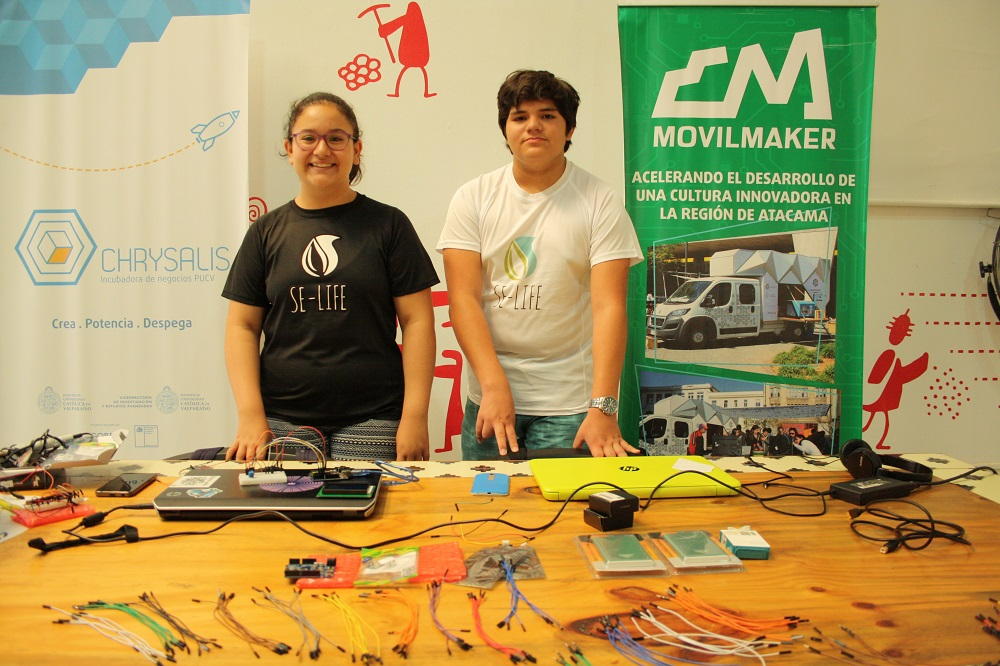 Estudiantes de Vallenar trabajan prototipo de maceta autónoma para personas con discapacidad visual y auditiva