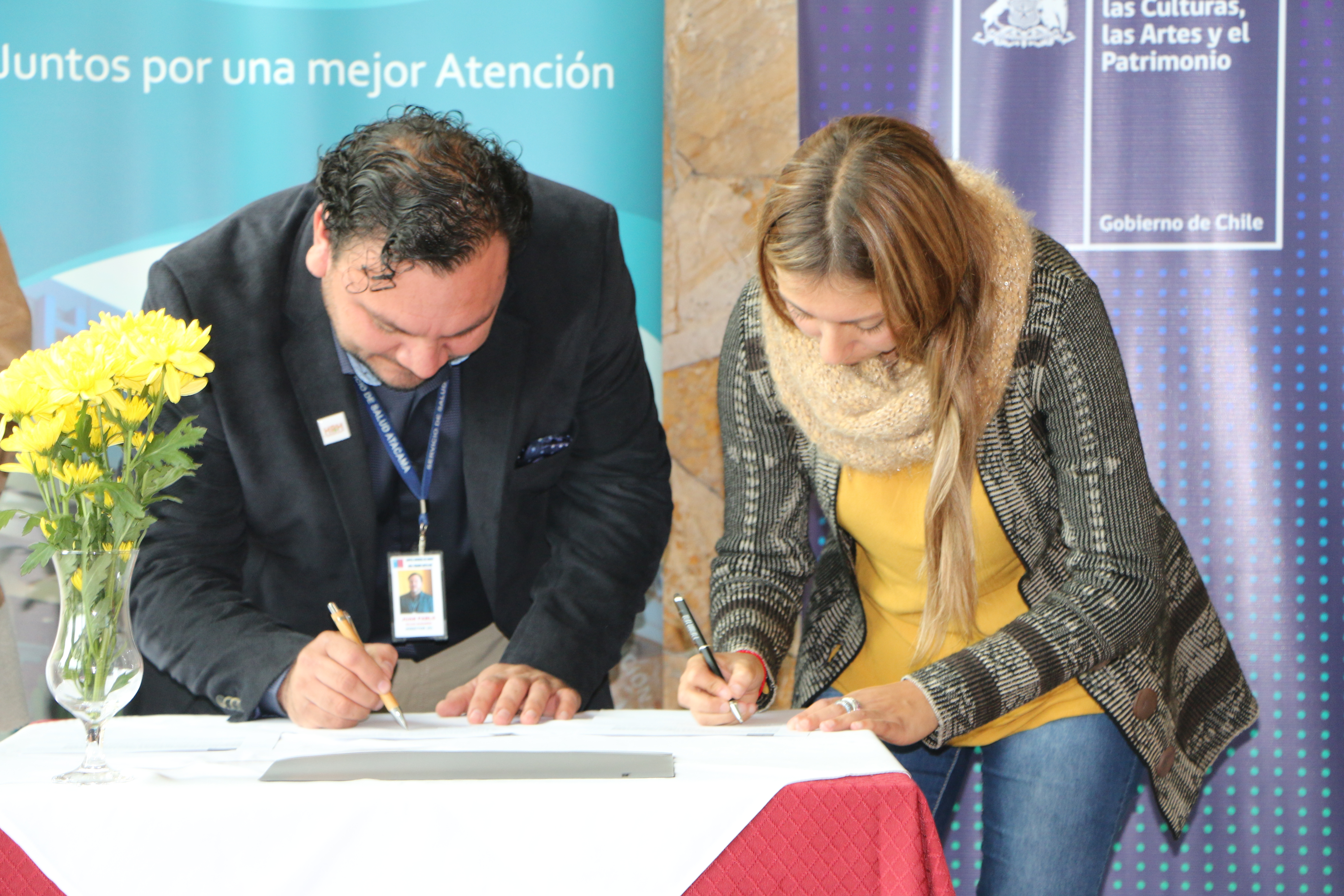 Lanzan libro con relatos de Adultos Mayores para estimular la lectura en la región
