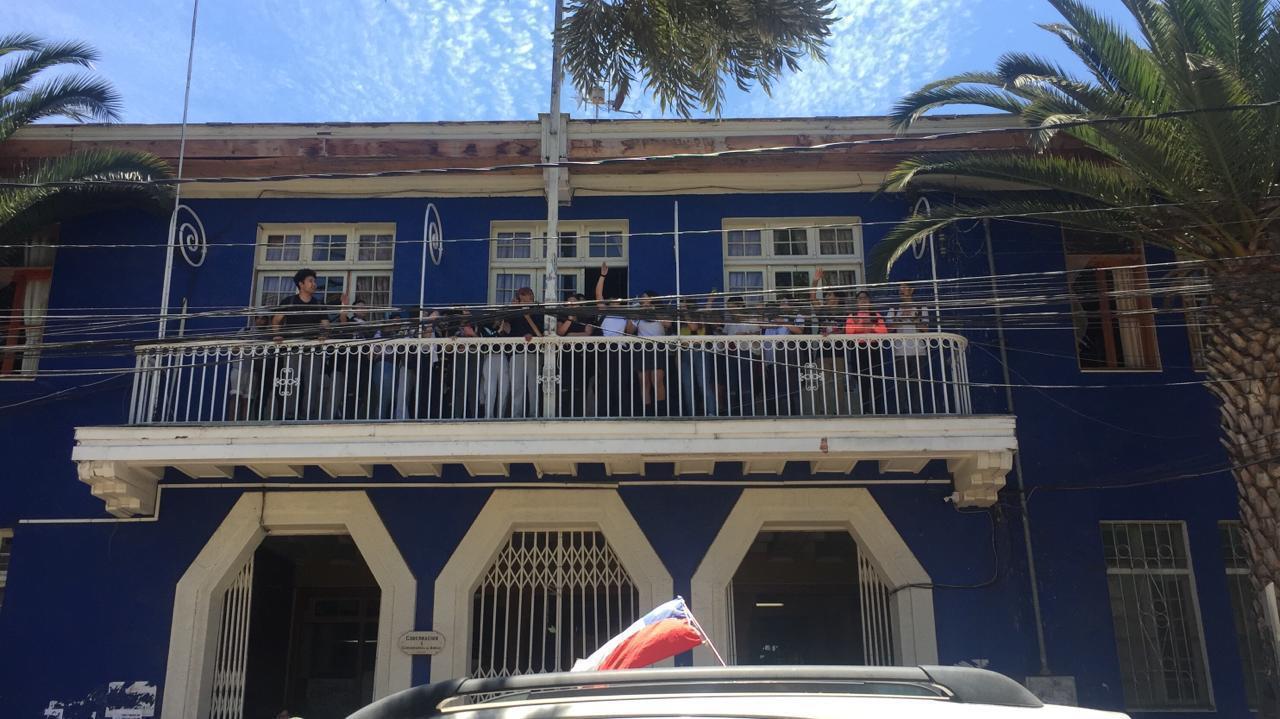 Estudiantes se toman Gobernación Provincial en manifestaciones
