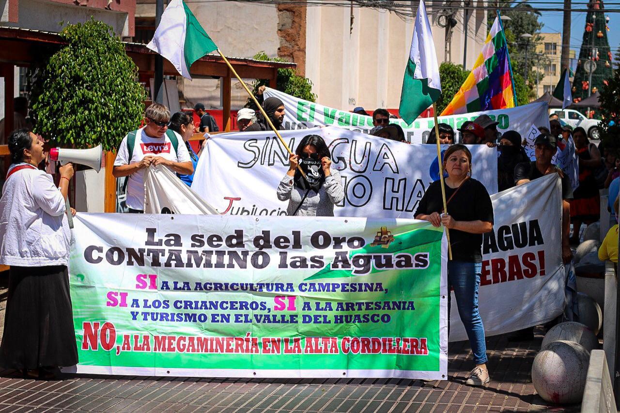 Ambientalistas marchan por fallo de Corte Suprema sobre Pascua Lama