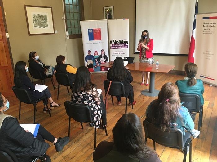 Gobernadora del Huasco destacó diálogo sobre temáticas de violencia contra la mujer en conversatorio