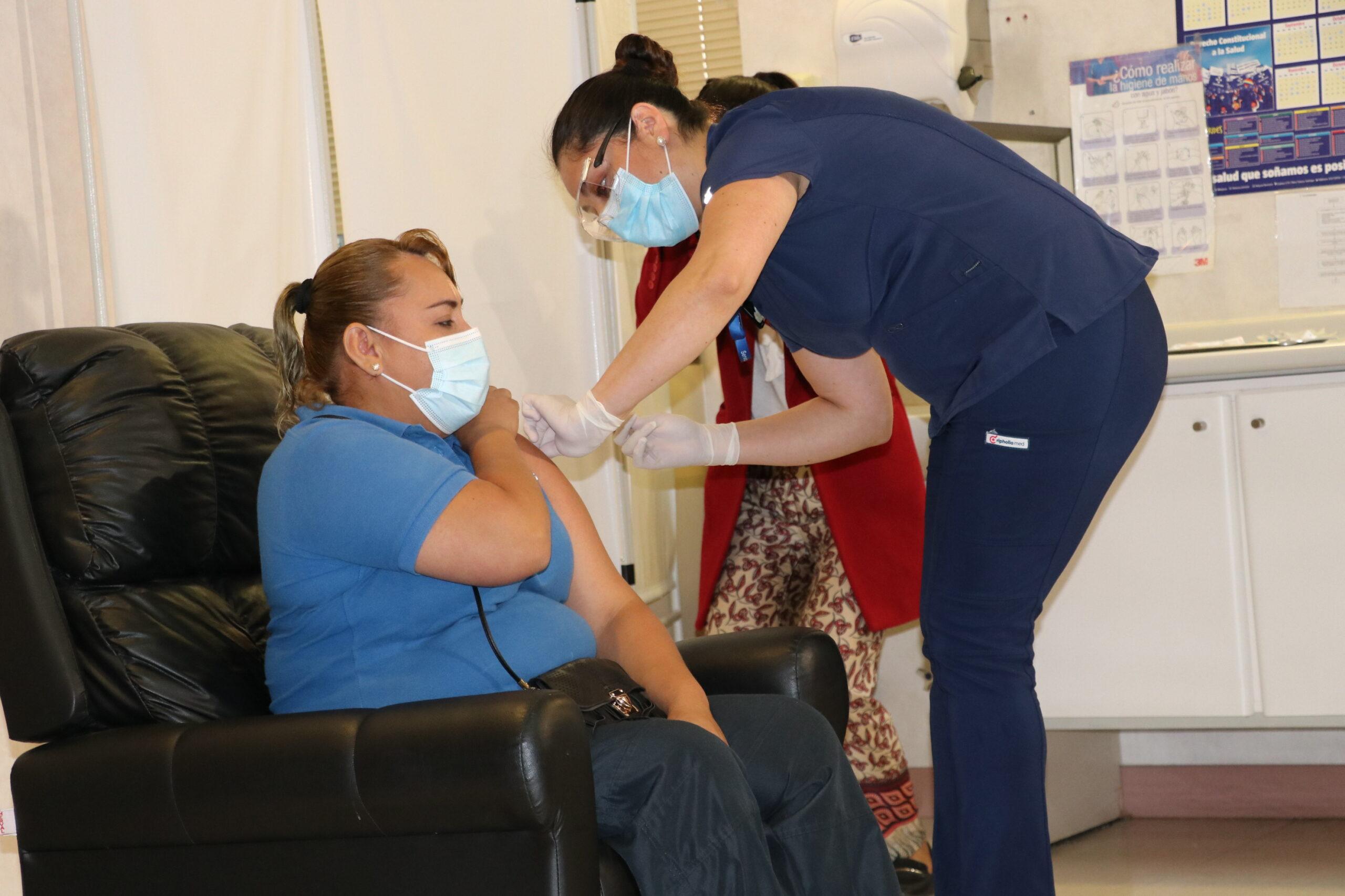 Comenzó proceso de vacunación a los funcionarios de la salud de la provincia del Huasco