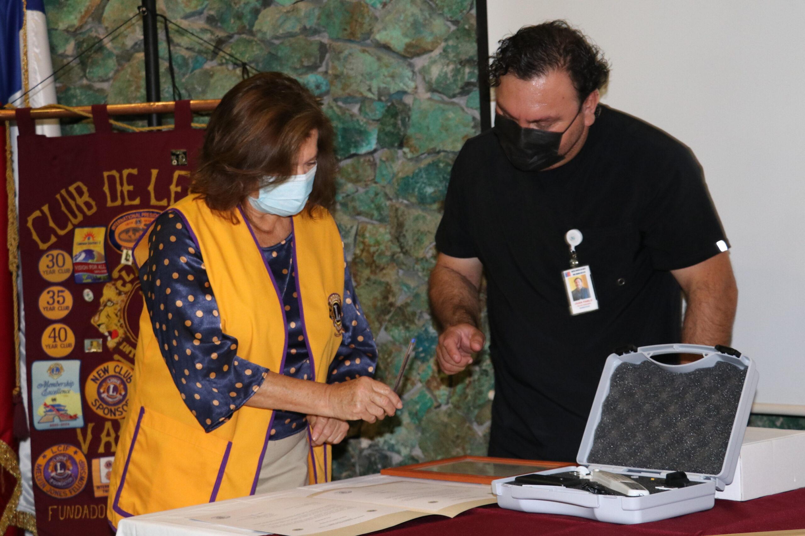 Hospital recibe tonómetro por parte del Club de Leones de Vallenar