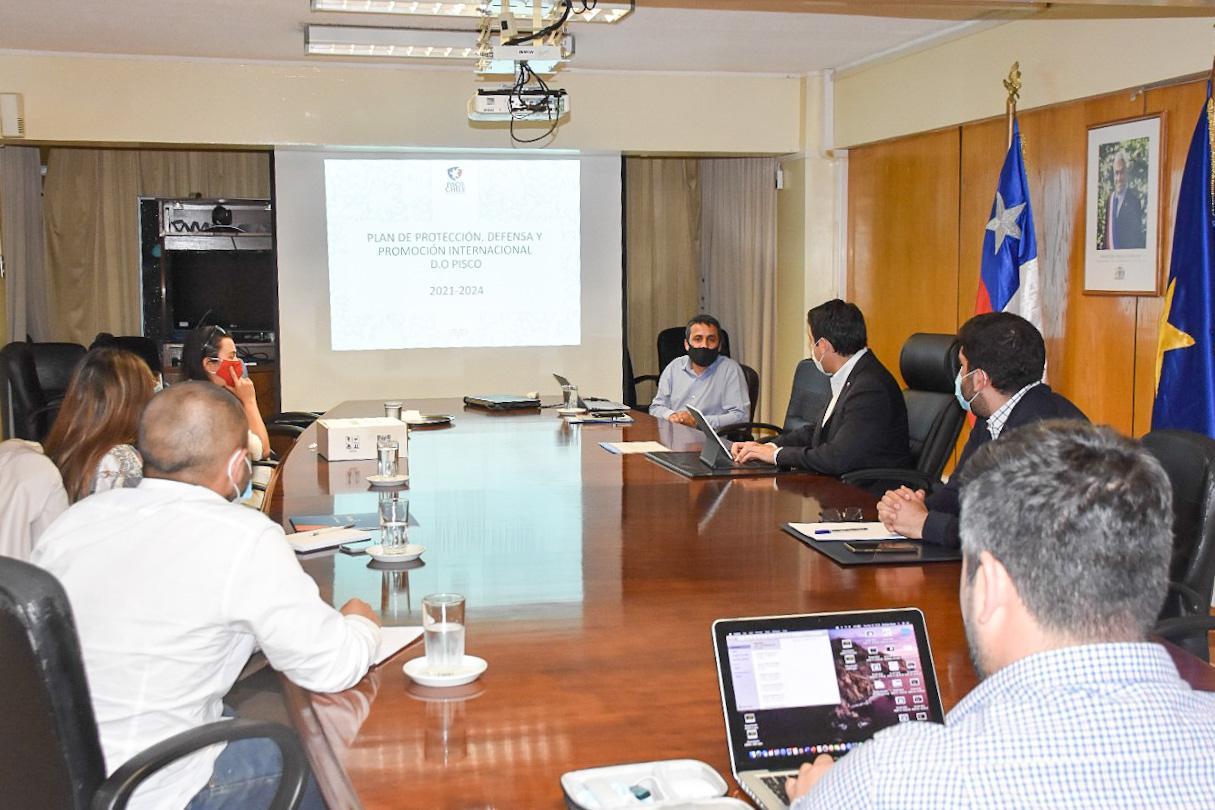 Intendente Urquieta pide al Consejo Regional aprobar la iniciativa del Gobierno que busca apoyar al gremio pisquero de Atacama