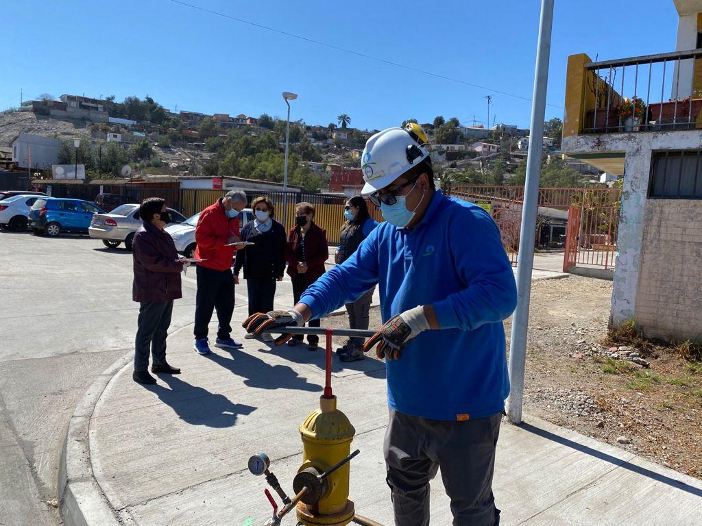 Vallenar: Nueva Atacama realiza revisión de grifos con Junta de Vecinos