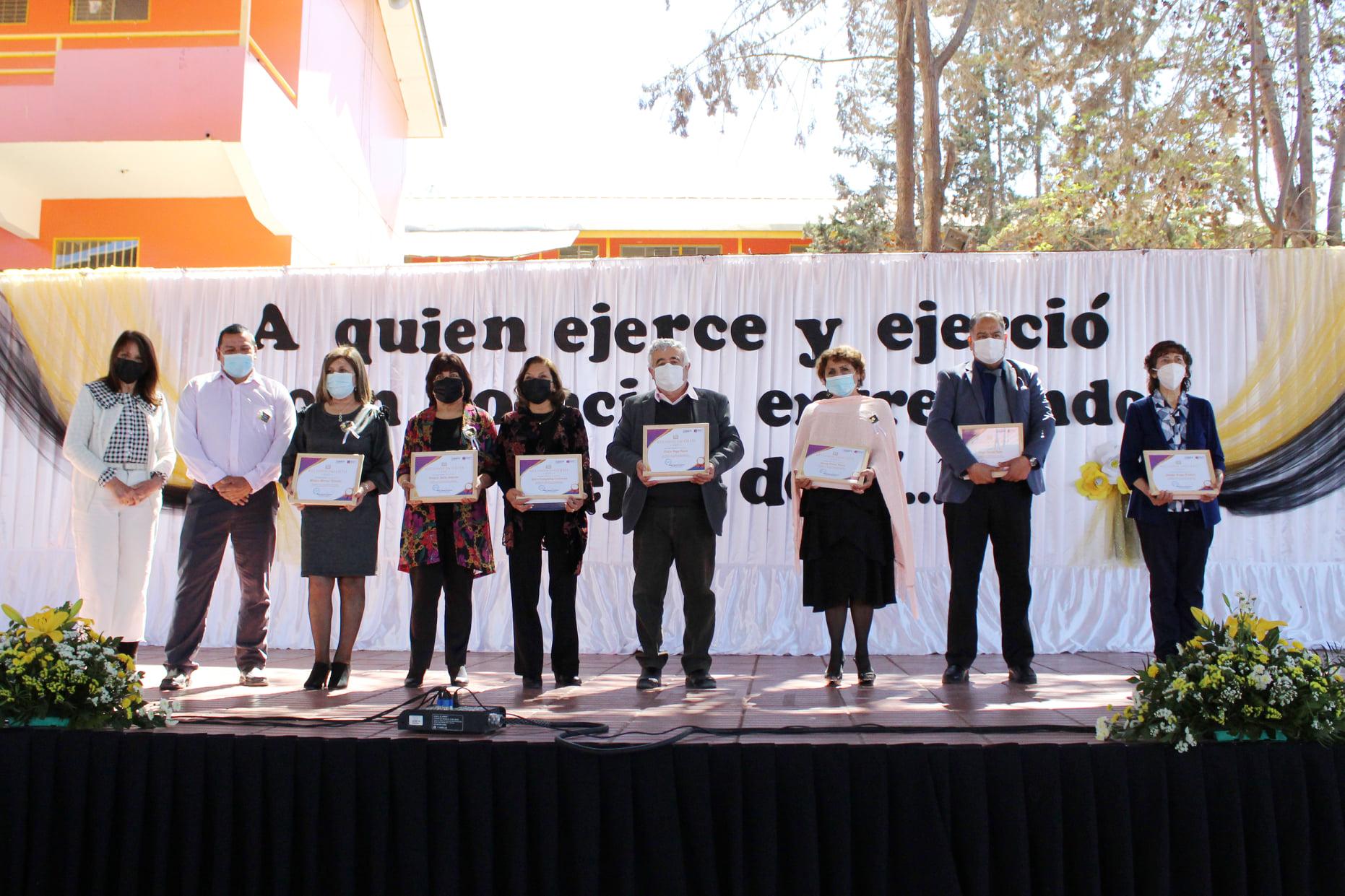 Profesores y profesoras que cumplieron años de servicio fueron homenajeados por el SLEP Huasco