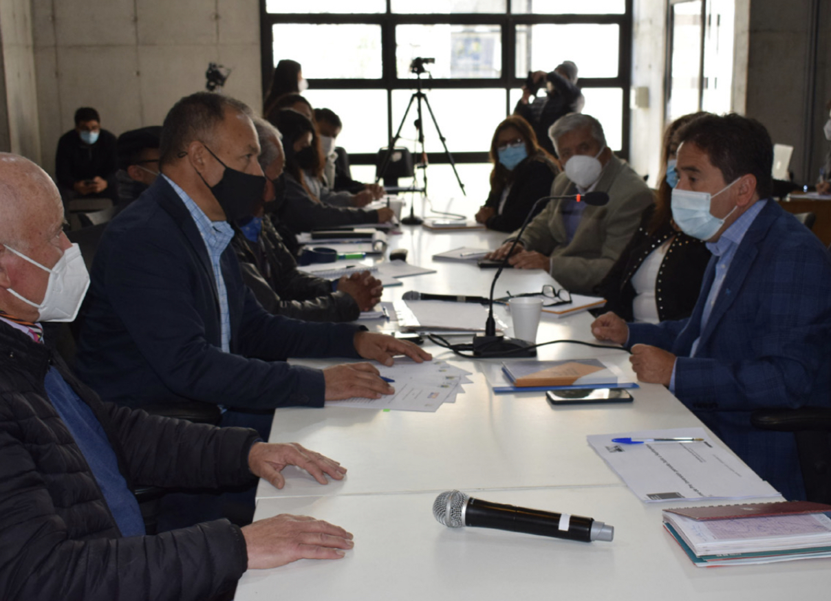 Concejo Municipal de Vallenar y Gobierno Regional se reúnen para abordar las prioridades de la comuna