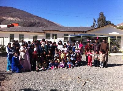 Alumnos de especialidad de Turismo de liceo de Alto del Carmen celebran a peques en su día