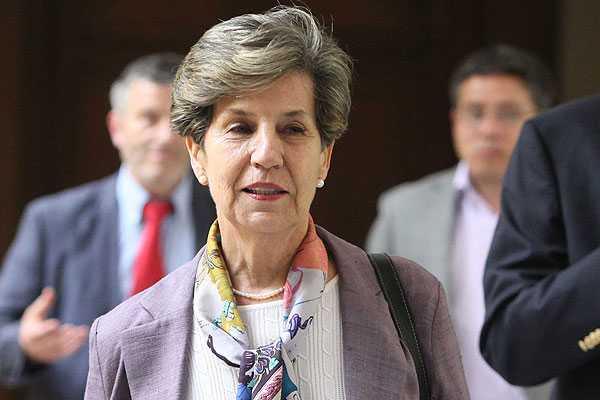 Senadora Isabel Allende valora iniciativa de crear Ministerio de la Mujer