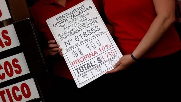 Seremi del Trabajo destaca urgencia a proyecto que establece obligatoriedad de incluir propina en la cuenta de restaurantes