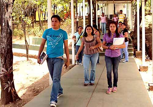 Atacama lidera regiones con mayor porcentaje de jóvenes que pagan sus estudios superiores a través de su trabajo