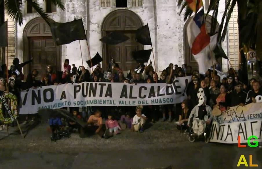 Grupos ambientales realizan protestas simbólicas contra Punta Alcalde en Freirina