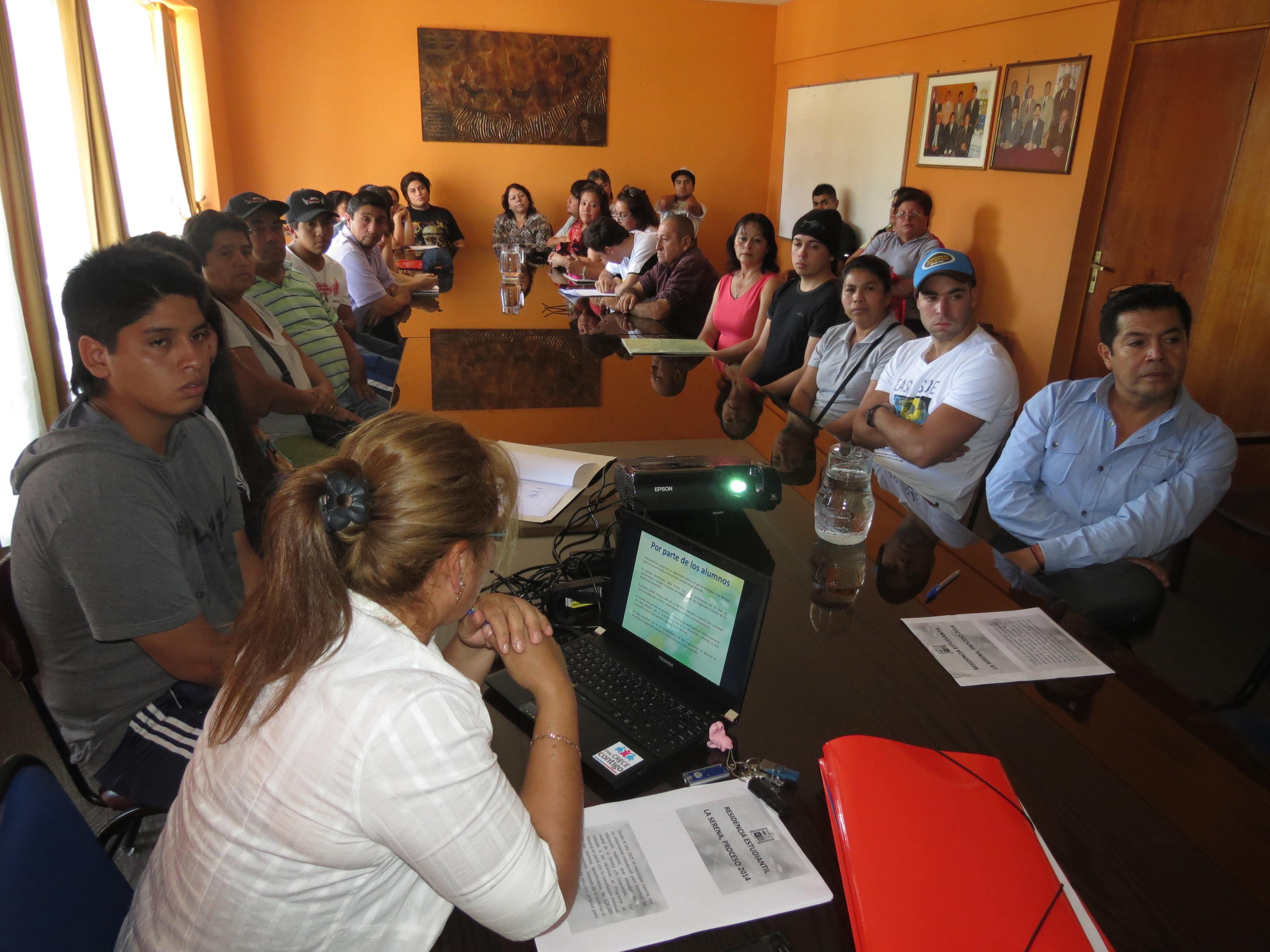 """Alcalde por cierre de residencia: """"Vamos a transformar algunos recursos en becas de residencia, que involucra montos de $75 mil pesos"""""""