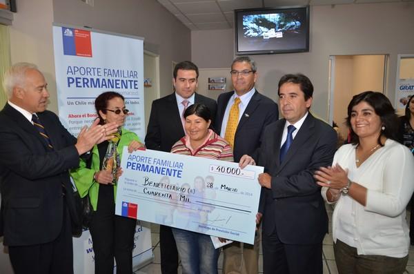 Autoridades llaman a cobrar Aporte Familiar Permanente