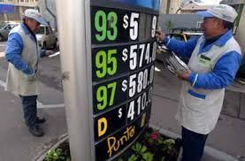 SERNAC, SEC y CNE vigilarán que estaciones de servicio bajen precios anunciados por Gobierno