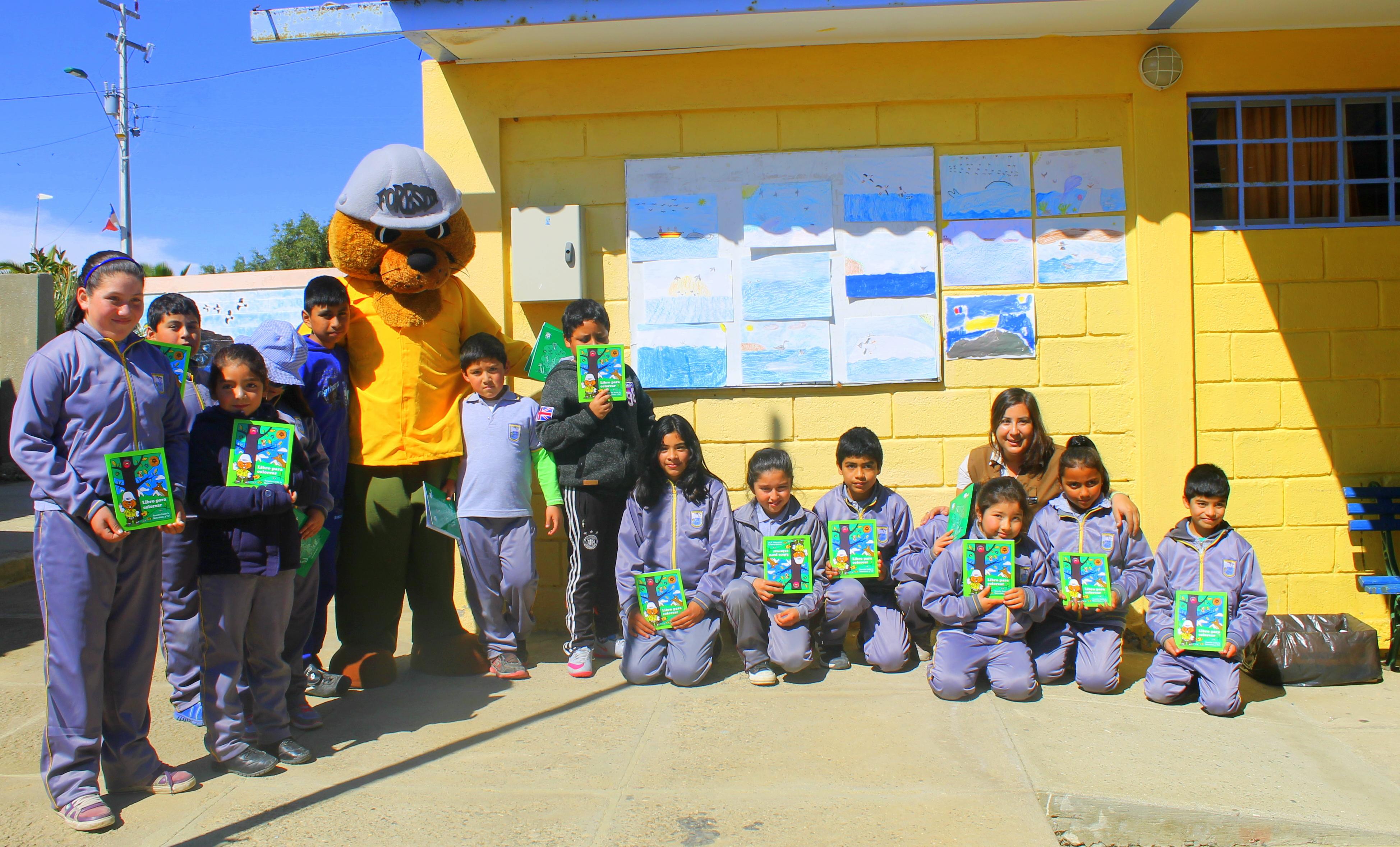 Con títeres CONAF enseñan a los niños de Carrizalillo a proteger al yunco