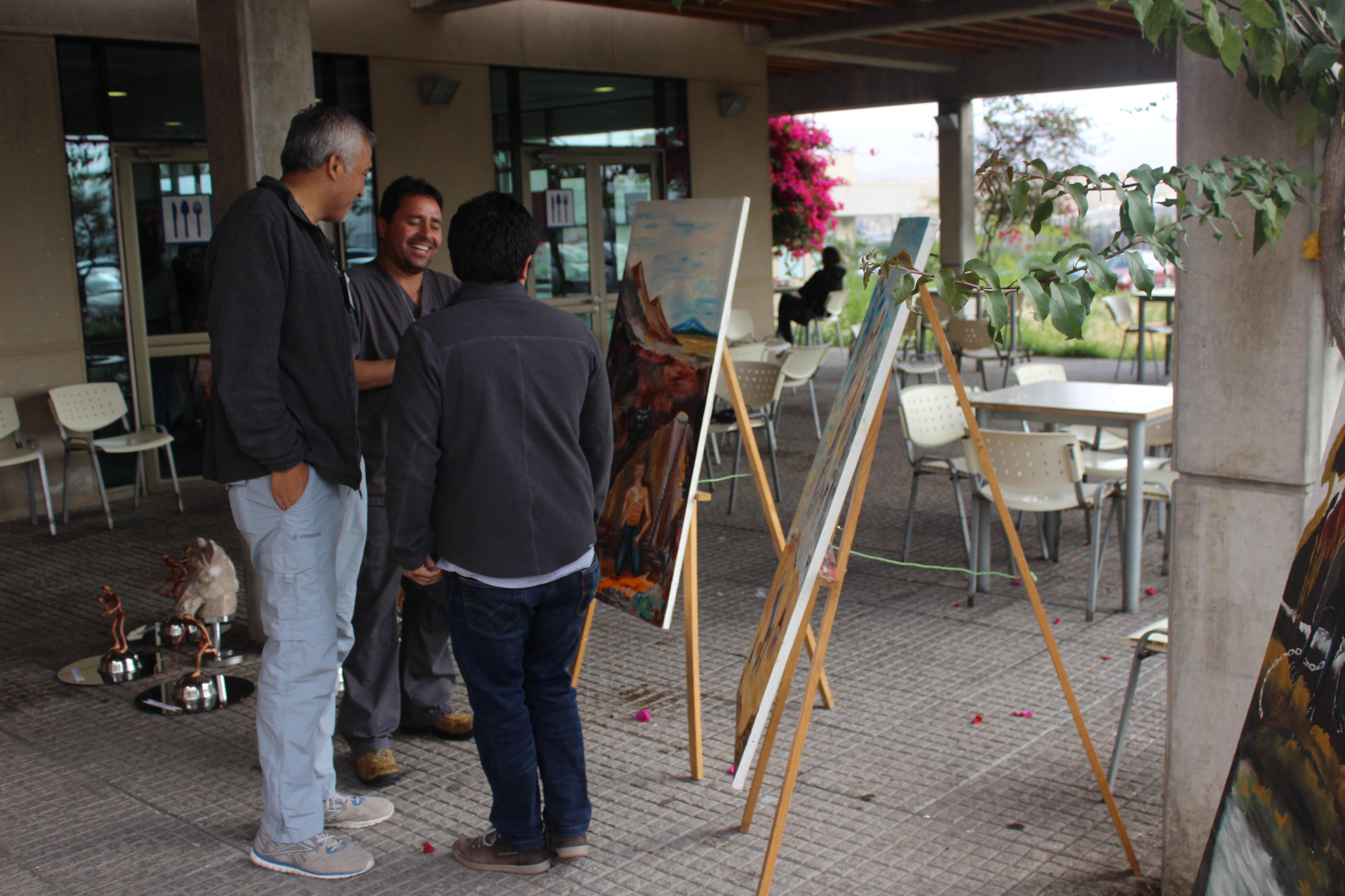 Hospital Provincial del Huasco abre espacios para que expositores y artistas expongan sus obras