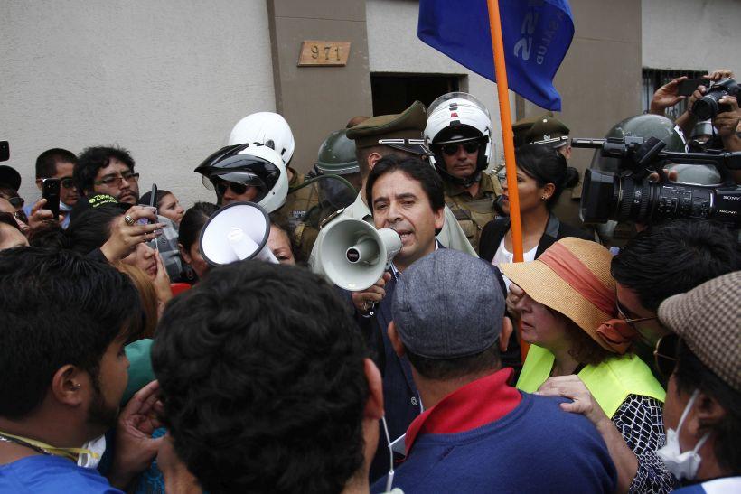 Intendente de Atacama habló con funcionarios públicos tras salir de una radio local
