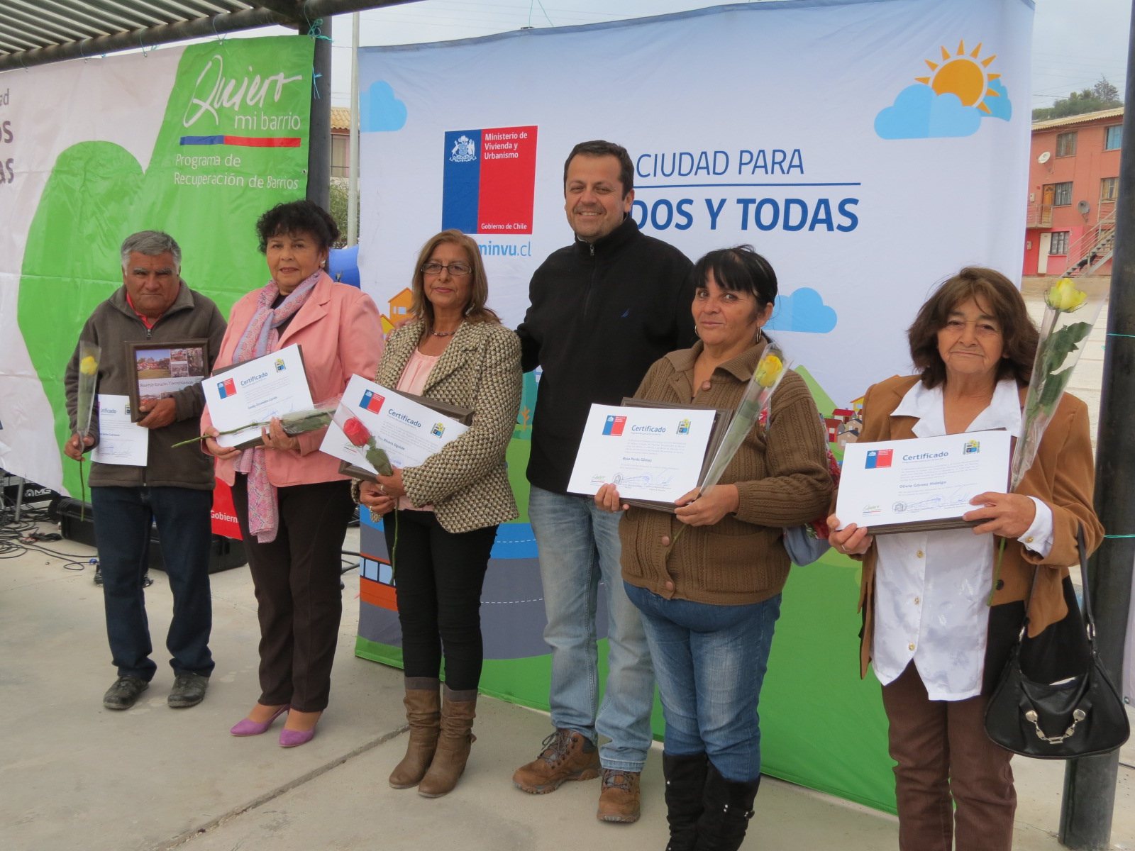 Proyecto Quiero mi Barrio entrego reconocimientos a vecinos del programa en Torreblanca