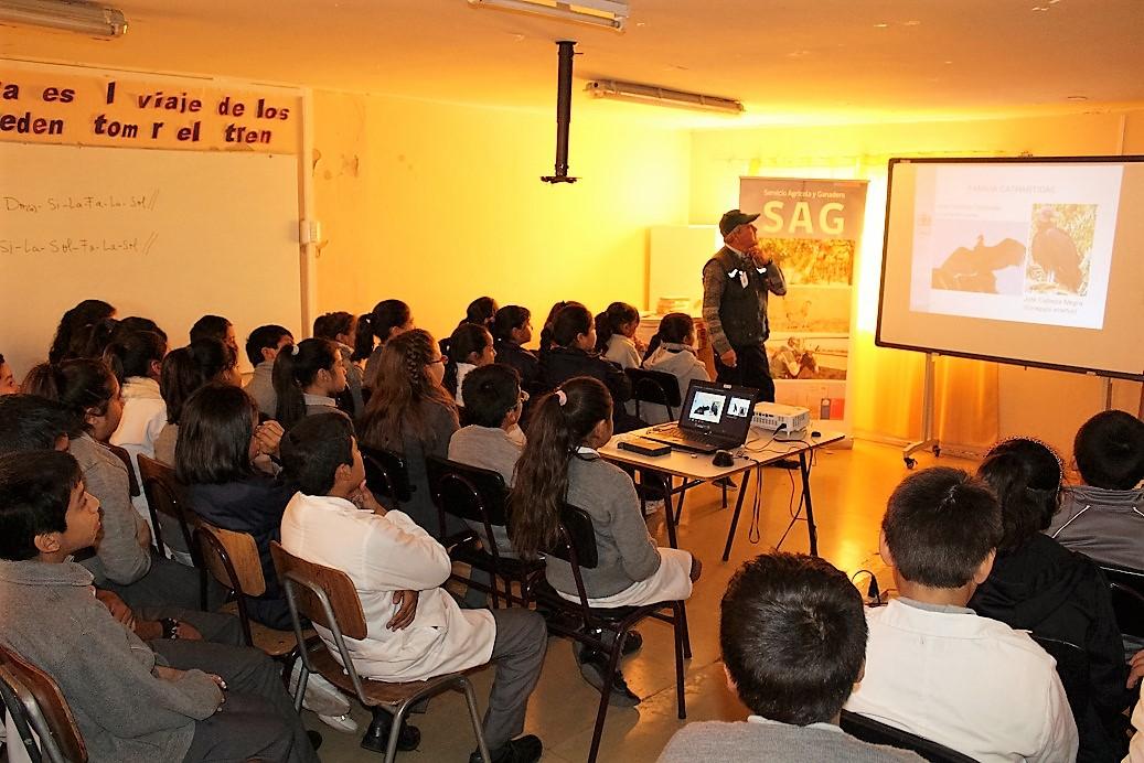 SAG dicta charlas en mes del medio ambiente en Vallenar