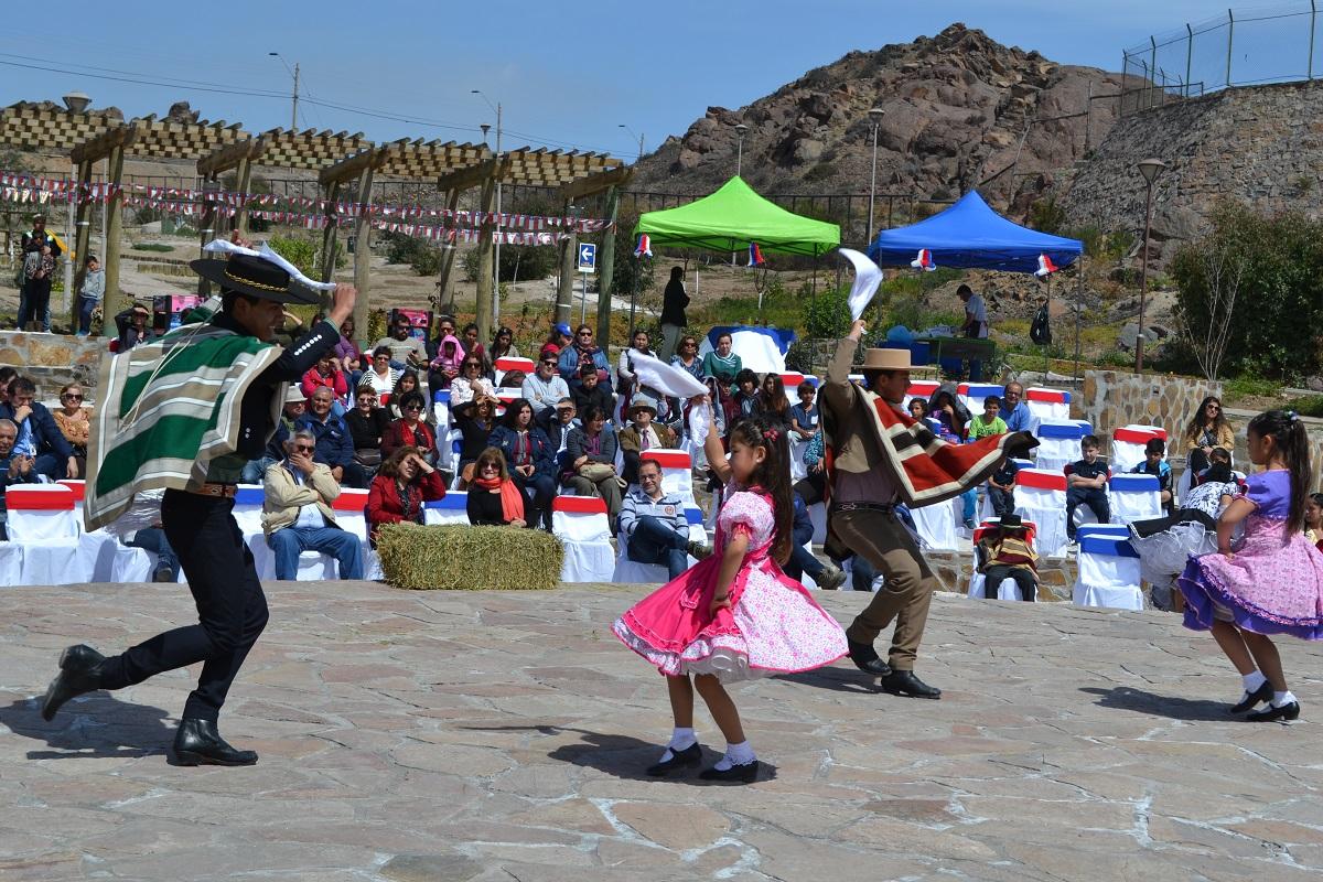 Guacolda celebra junto a sus vecinos las Fiestas Patrias