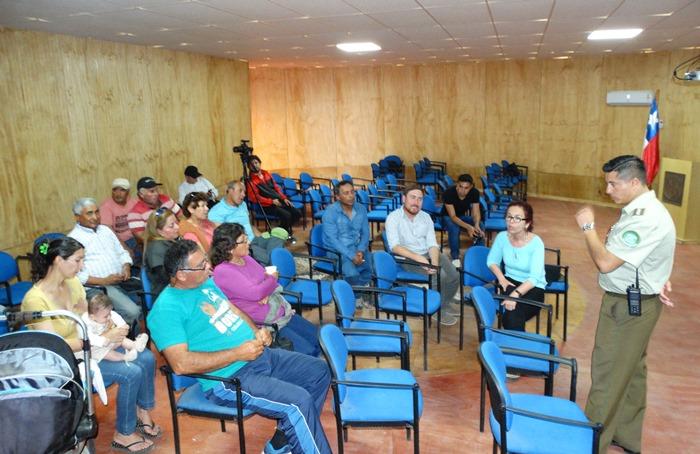Gobernadora se reúne con vecinos de Caleta Chañaral para abordar temas de seguridad pública