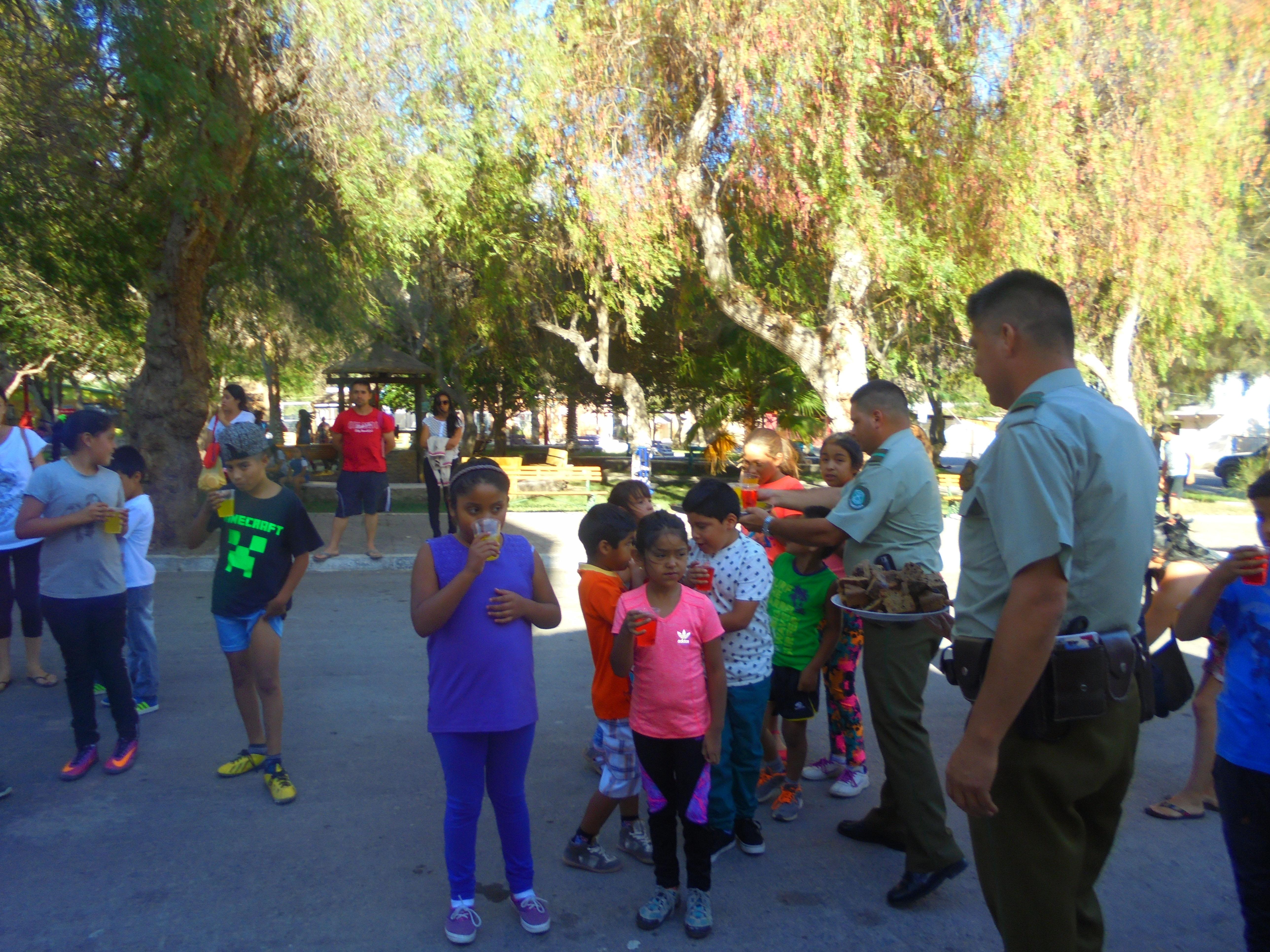 Junta de vecinos y Carabineros de Alto del Carmen celebraron Navidad a niños de la comuna